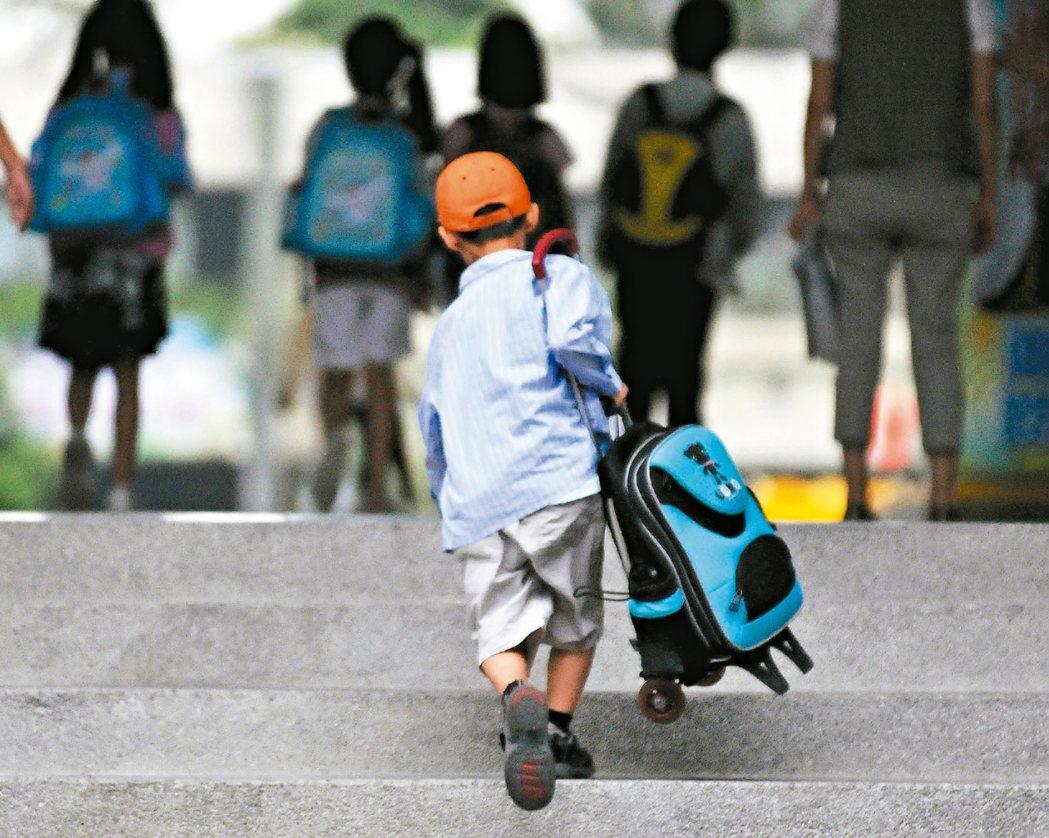 對同學罵髒話、腳踩背上 國小生:不知道什麼是霸凌