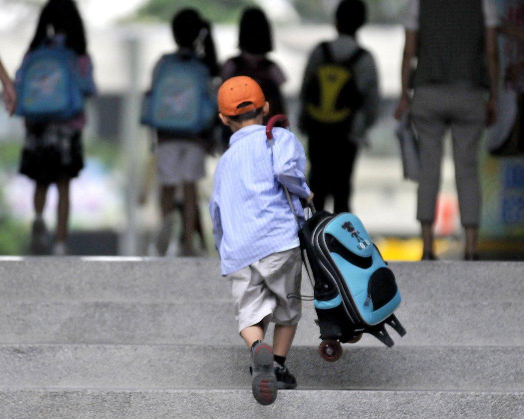九成受訪民眾認為,校園霸凌問題比他們求學時嚴重。 報系資料照