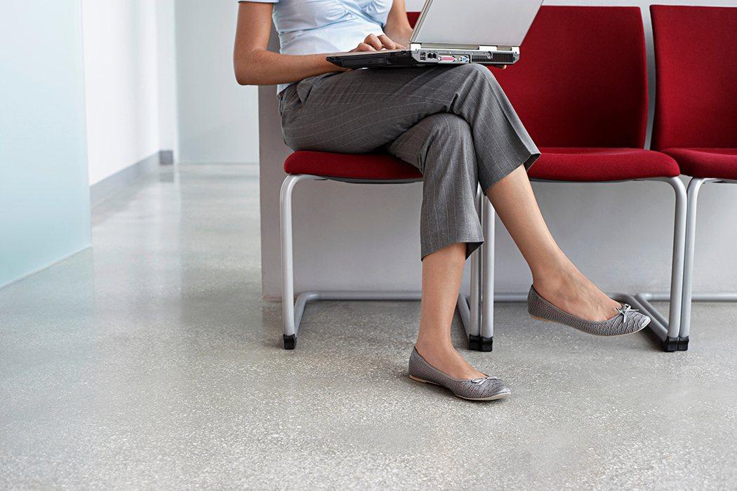 你也有翹腳坐的習慣嗎? 圖片/ingimage
