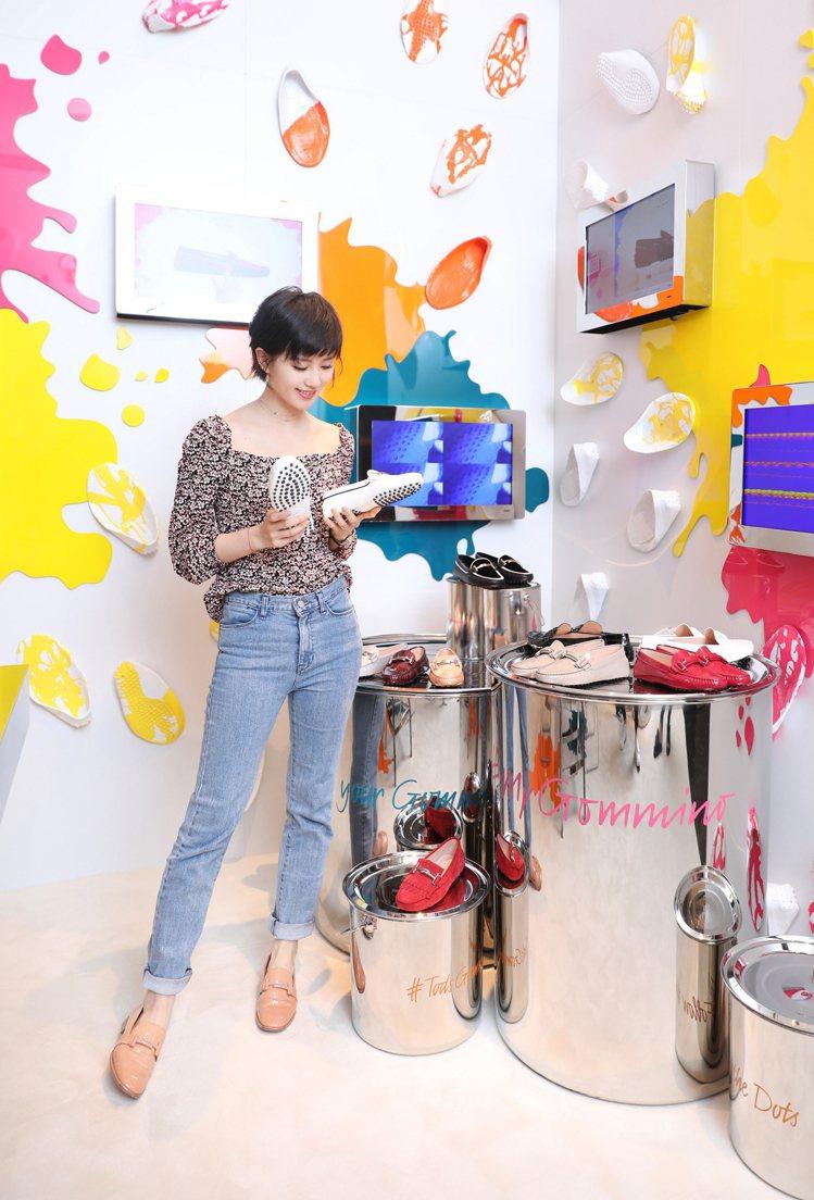 在TOD'S My Gommino裝置藝術裡,劉詩詩親自體驗了豆豆鞋訂製裡的6個...