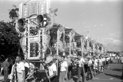 從臺北共樂軒文物看戒嚴時期的民俗發展