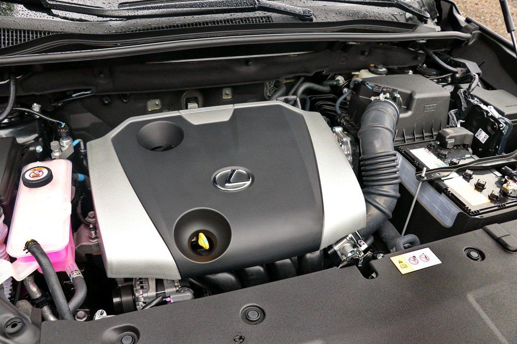 NX200搭載原廠代號3ZR-FAE 2.0升L4引擎。 記者陳威任/攝影