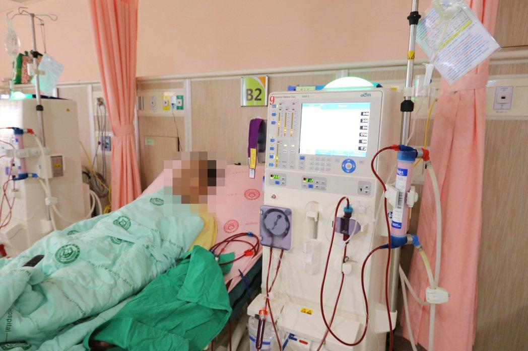 台中一名男大學生因為害怕吃類固醇,反而導致腎功能下降住院。