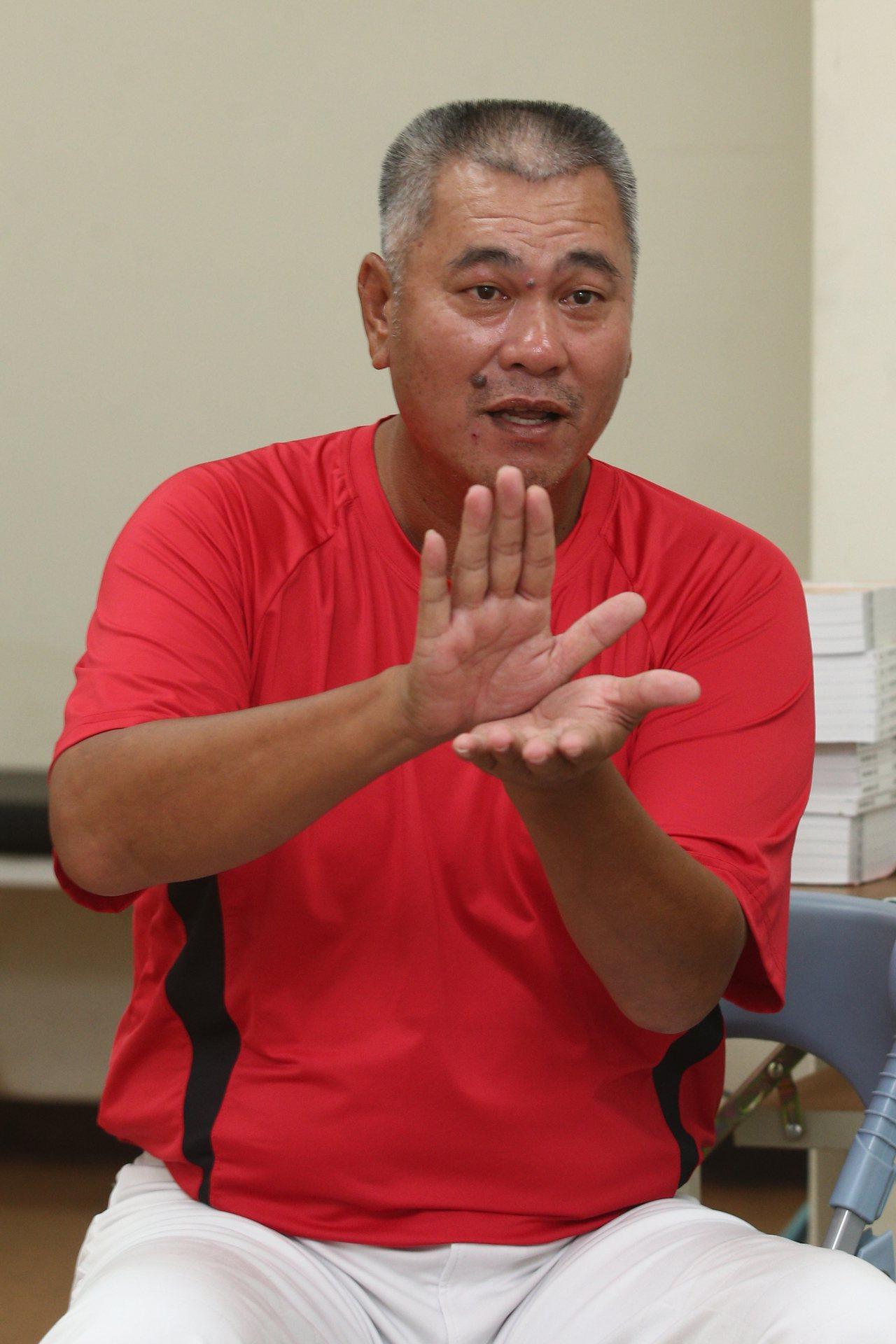傳奇球星「萬人迷」王光輝(圖)談兒子王威晨,透露自己看到兒子第一支安打,又是三壘...