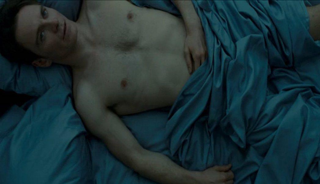 麥克法斯賓達在「性愛成癮的男人」大膽演出,樹立性感影帝的形象。圖/摘自imdb