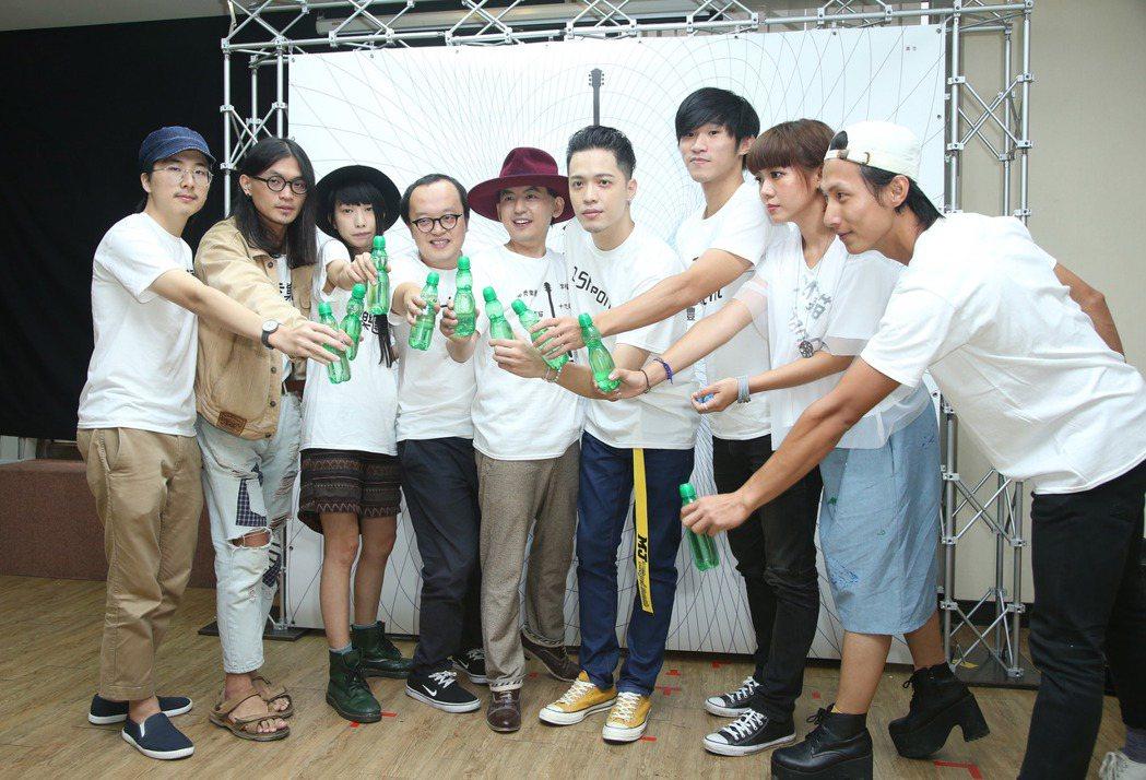 黃子佼(左五)領軍主持金音獎。記者陳瑞源/攝影