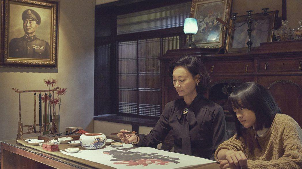 「血觀音」中,惠英紅提筆畫畫,是真的自己畫。圖/双喜提供