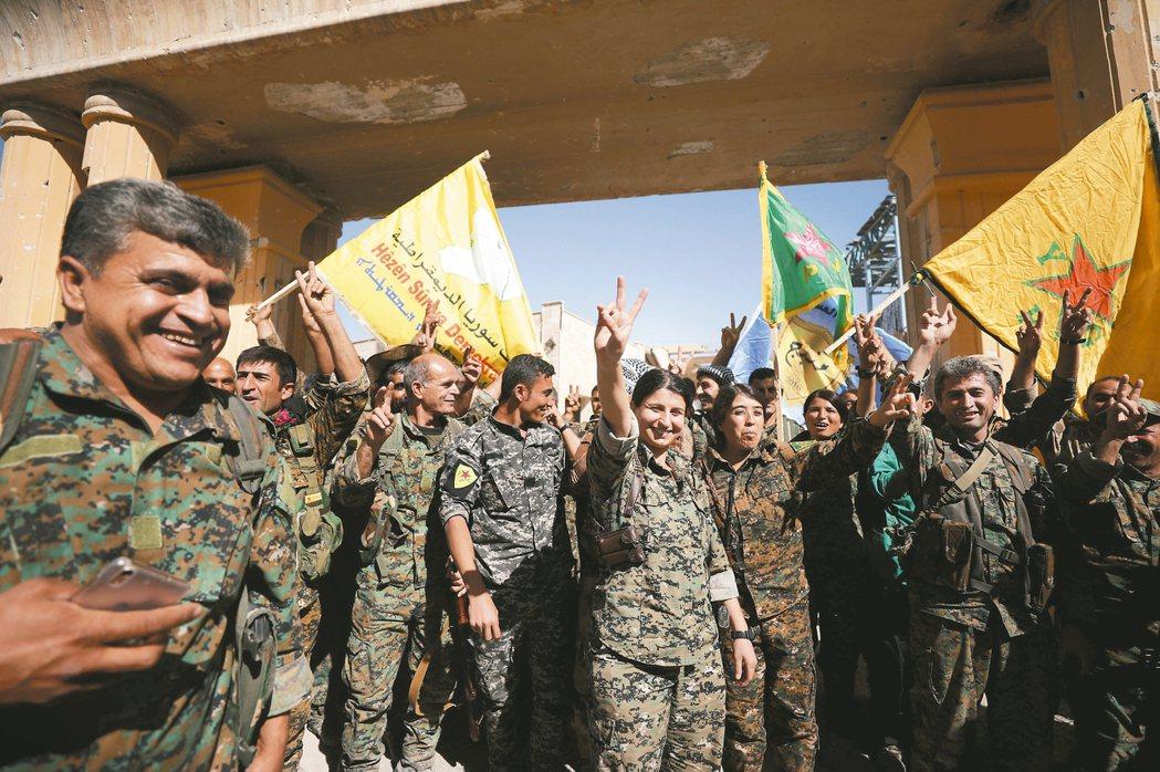 美國支持的「敘利亞民主軍」(SDF)十七日宣布完全收復遭「伊斯蘭國」竊占並做為首...