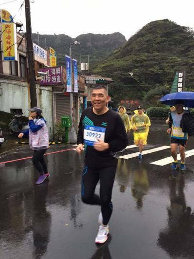 新北市消防局長黃德清也熱衷跑步健身。 記者陳珮琦/翻攝