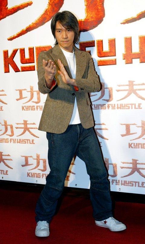 12年前在華人區票房大轟動、紅到歐美也上映的周星馳動作喜劇「功夫」,近日被大陸數家媒體盛傳已要開拍續集,除了周星馳再度自導自演,還將過去的經典搭檔張敏、吳孟達也邀回來,並要力捧合作過「西遊:降魔篇」...