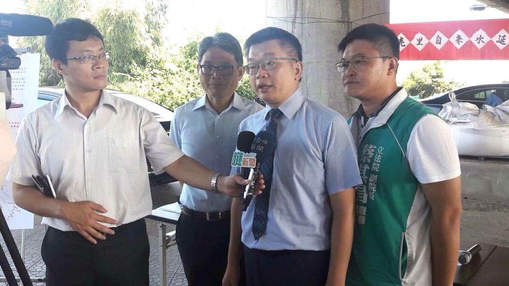 立法院副院長蔡其昌今年4月開始製作《瞇新聞》,由陪同跑行程的助理充當外勤記者,不...