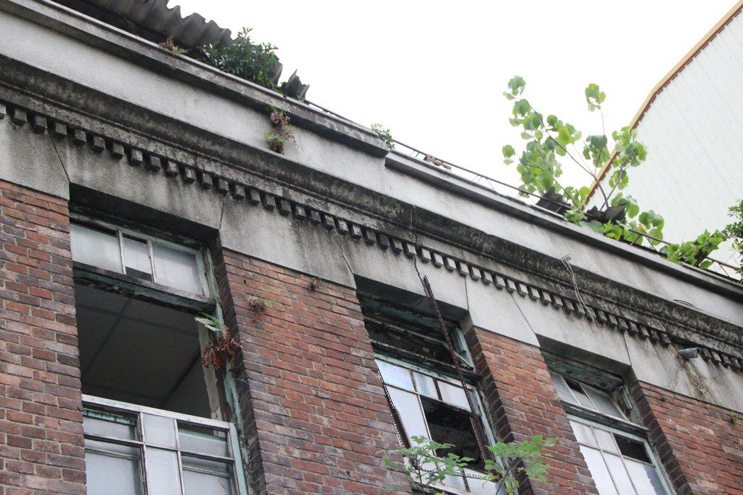 彰化拉吉吉散石油會社代理店荒廢20多年,中樑錯位結構毀。本報資料照片