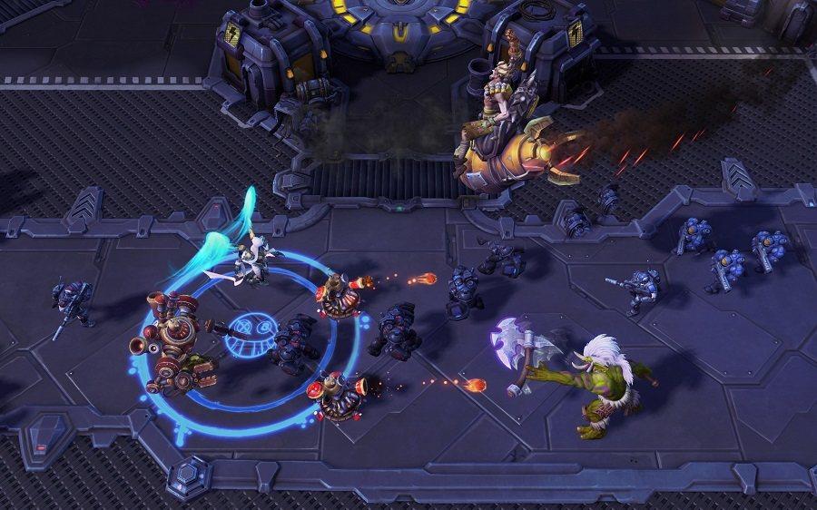 炸彈鼠可騎上「沖天火箭」一飛衝天並在空中決定降落地點,對附近敵人造成傷害。