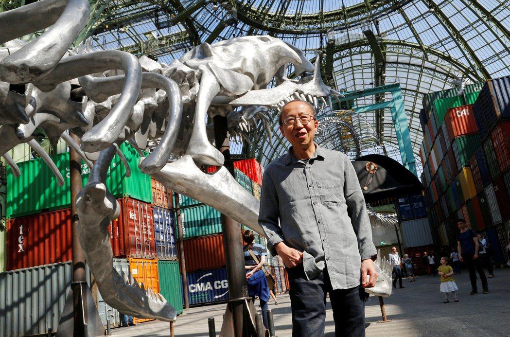 黃永砅何不加以反省,他所謂的全球化語境如何一致地反對他的展出?藝術不該合理化任何虐待動物的行為,包含美術館的展演。 圖/路透社