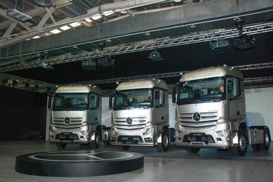 The new Actros車系中多樣車款,包含4×2曳引車、6×2曳引車、6×...