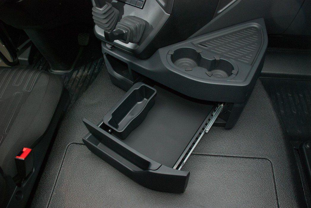 車艙內有多處置物空間。記者林昱丞/攝影