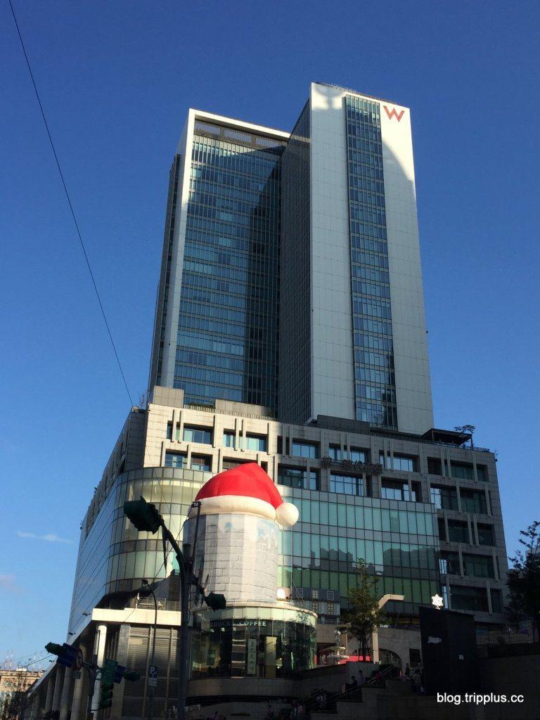 W酒店與統一時代百貨為同一棟建築。圖文來自於:TripPlus