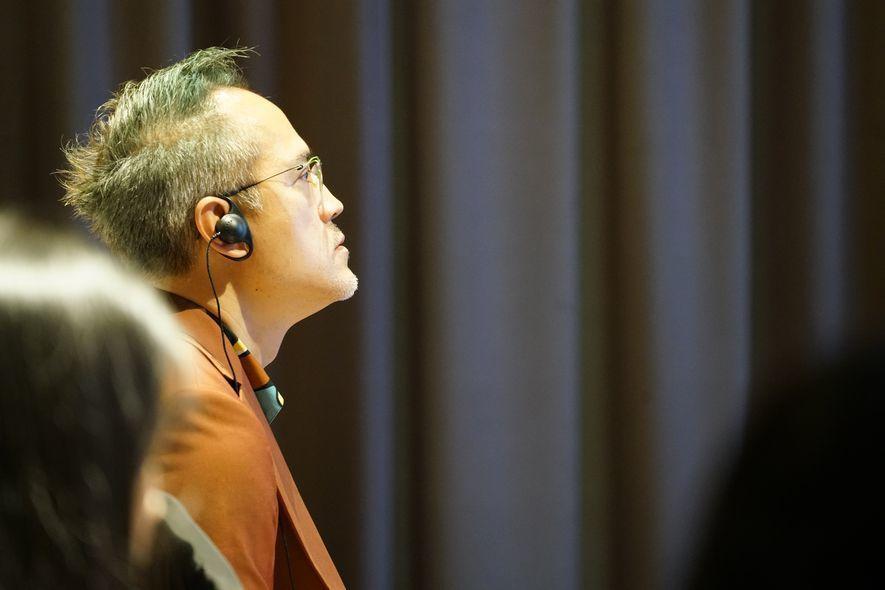 (圖)劉執董 專心聆聽演講從跨國設計沙龍中吸取經驗