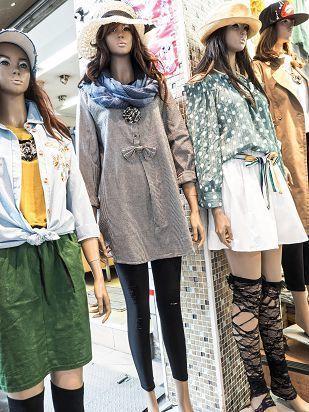 廣盛益10多年前看準日、韓戲劇引起的潮流,改以販售少女流行服飾為主。(攝影/許斌...