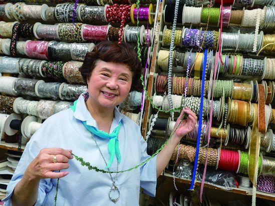 徐劉美惠在延平北路附近經營生意40多年,對往昔的盛況記憶猶新。(攝影/許斌)