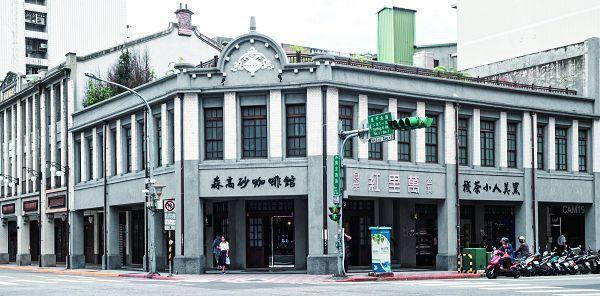 黑美人大酒家舊址現為咖啡館。(攝影/許斌)