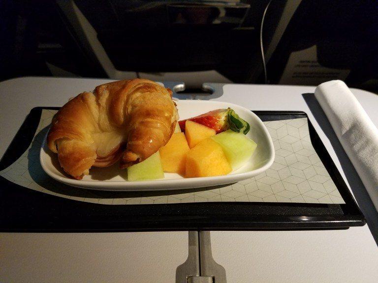降落前的早餐。圖文來自於:TripPlus