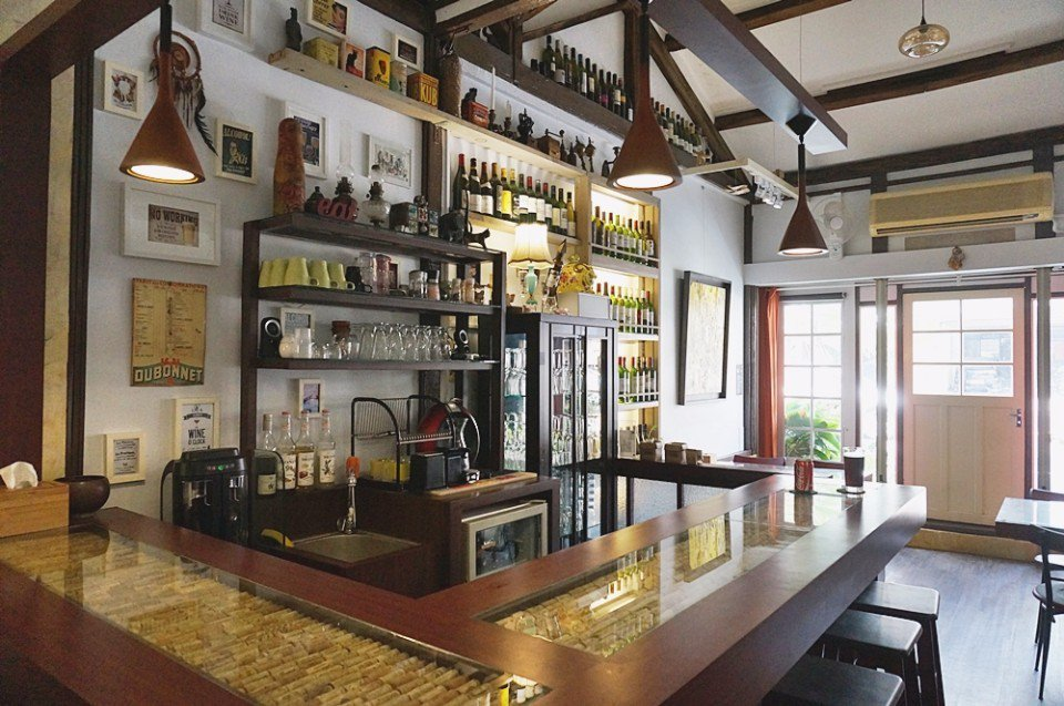 小黑貓是藝廊、也是餐酒館。(攝影/林郁姍) ※ 提醒您:禁止酒駕 飲酒過量有...