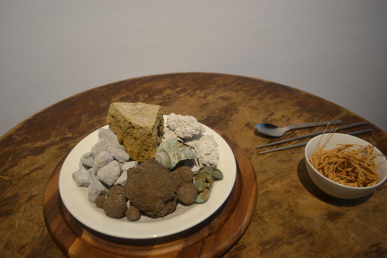 最後一道菜是一個有爐渣、爐石、底渣等的拼盤,共有5種菜色,加上一碗被汙染的稻米。...