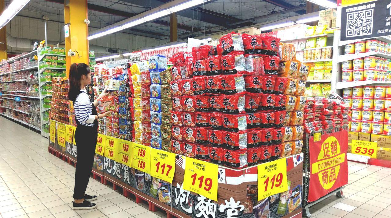 大潤發推出近80款泡麵聯合促銷優惠。圖/大潤發提供