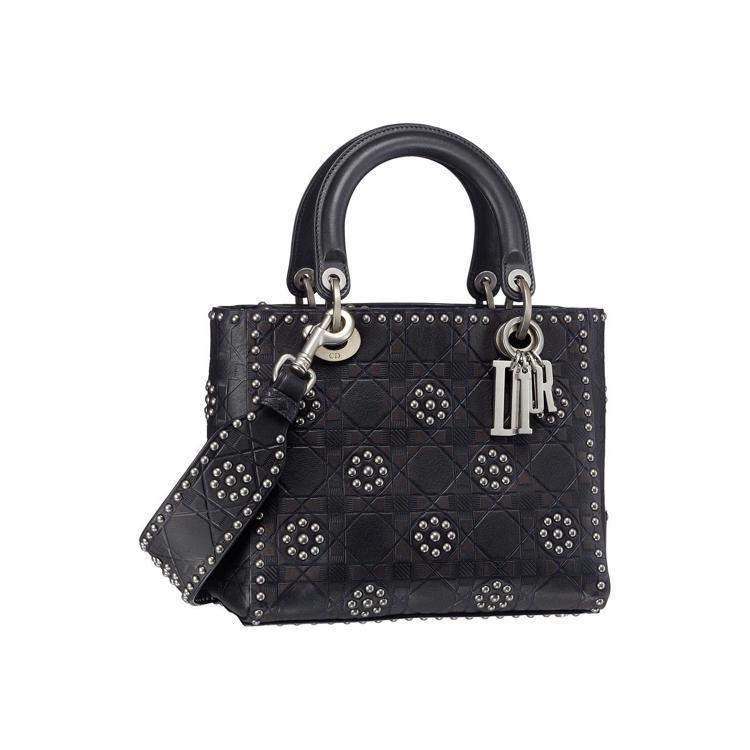 Lady Dior黑色牛皮籐格壓紋花朵釘飾迷你提包,售價14萬元。圖/Dior提...
