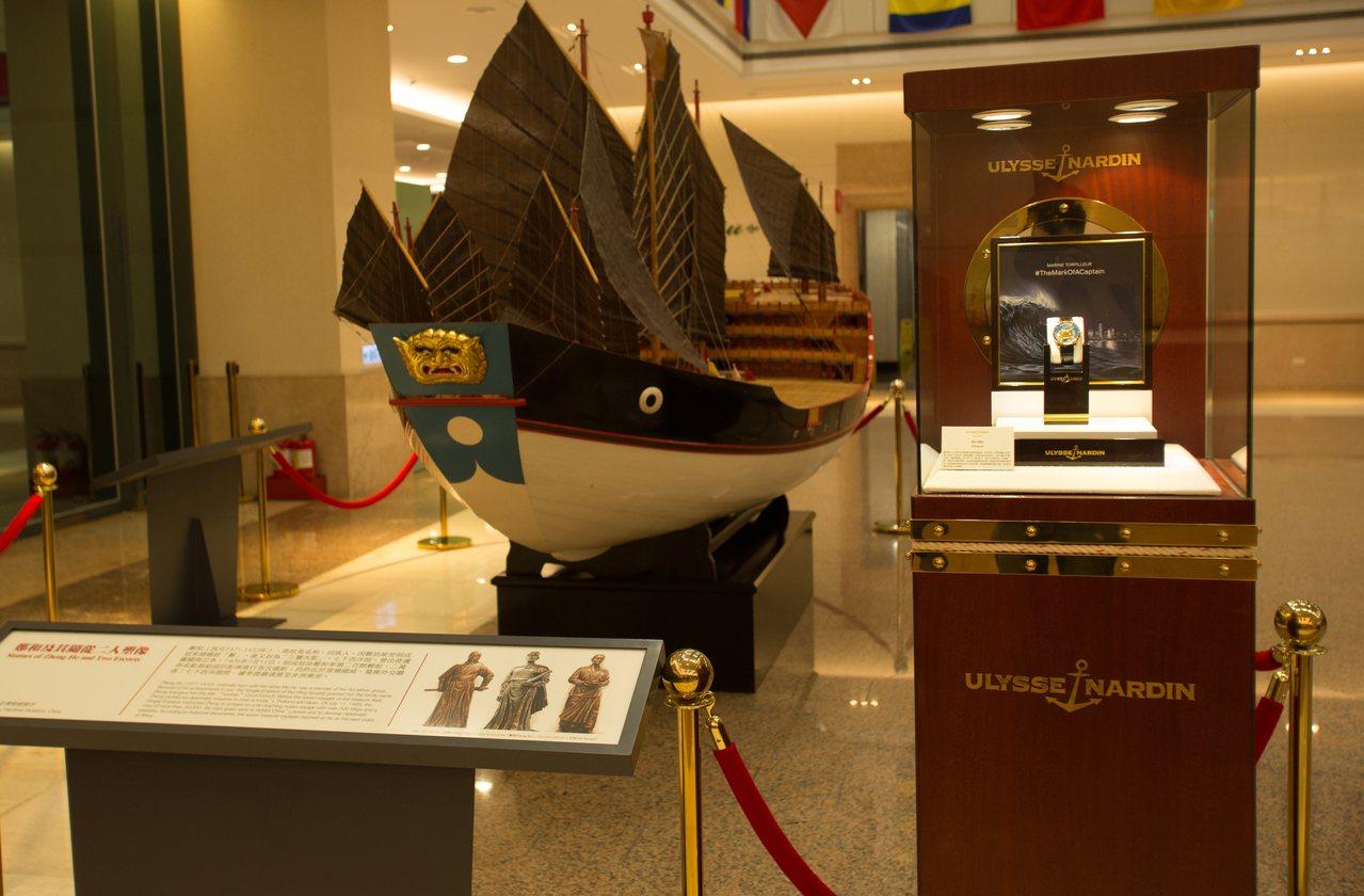 「鄭和寶船」鎏金掐絲琺瑯腕表的圖案根據真實復原的船隻模型去設計,模型現存於長榮海...
