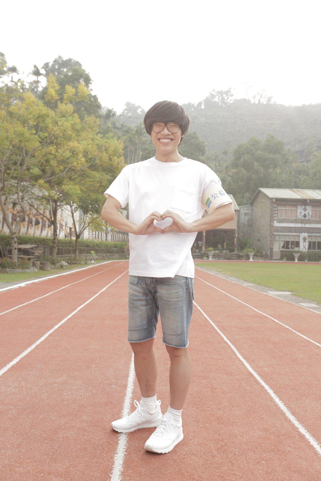 全家別邀請歌手盧廣仲,為零錢捐活動創作單曲。圖/全家提供