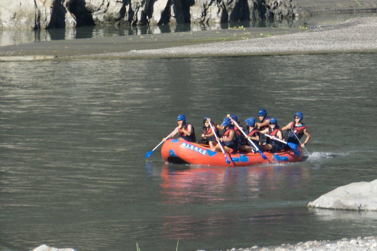 泛踏嬉泛舟鐵人三項競賽的場地含括秀姑巒溪及花東縱谷,同時以泛舟取代游泳,深受各界...