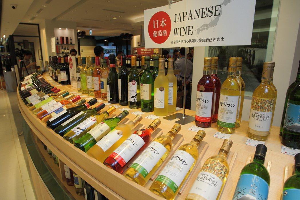 愛諾特卡台灣旗艦店店內販售有多款日本葡萄酒。記者陳睿中/攝影