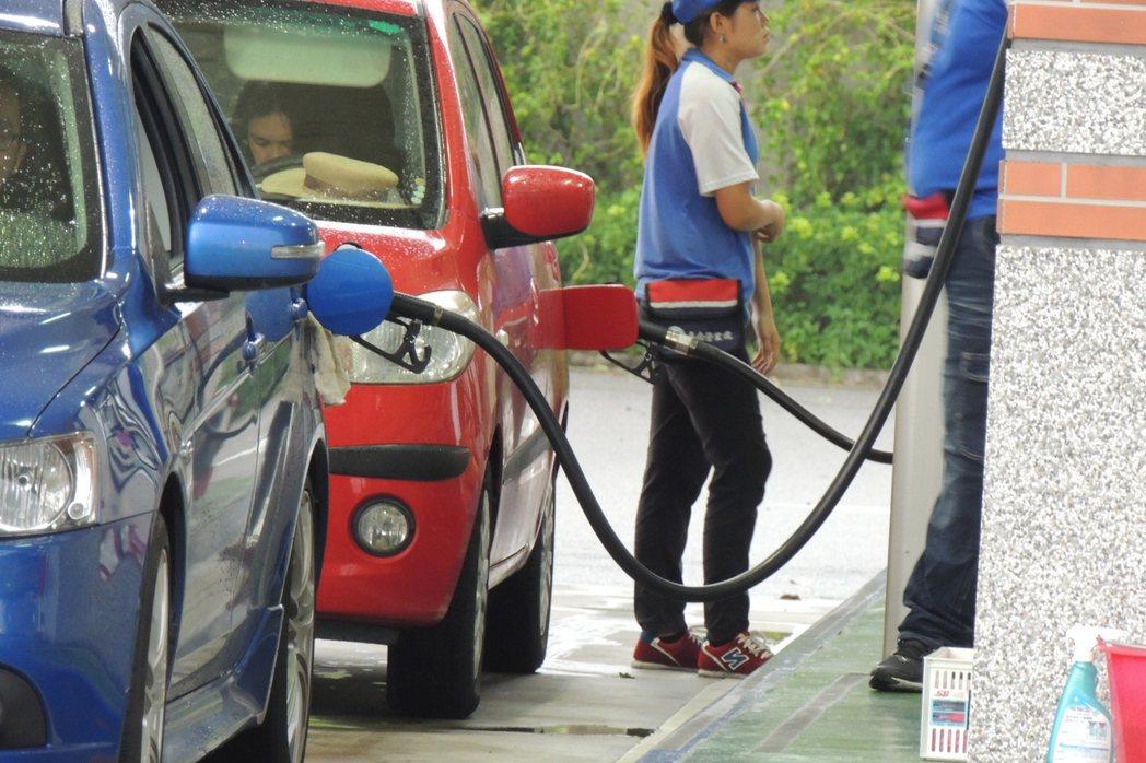 下週一可能調漲汽柴油每公升0.3~0.4元。 聯合報系資料照片/記者張為竣攝影