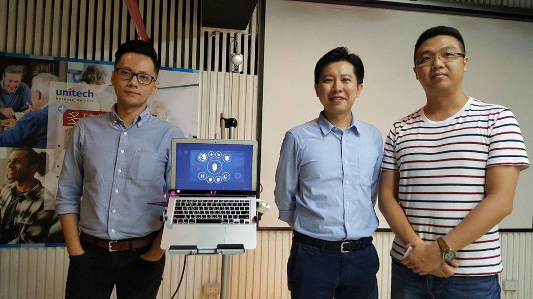 由台灣公司研發的眼控輔具,只要動眼球就能用電腦發聲、學習。開發系統的3名年輕人是...