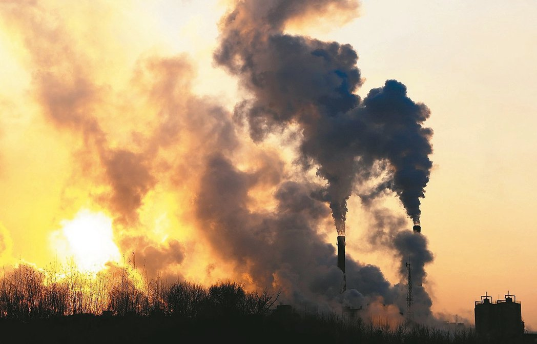 為對抗全球暖化問題,冰島雷克雅維克能源公司2014啟動碳固定(CarbFix)計...