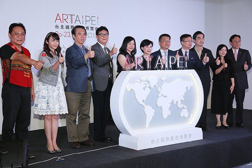 「ART TAIPEI 2017(台北國際藝術博覽會)」開幕啟動儀式。 曹松清/...