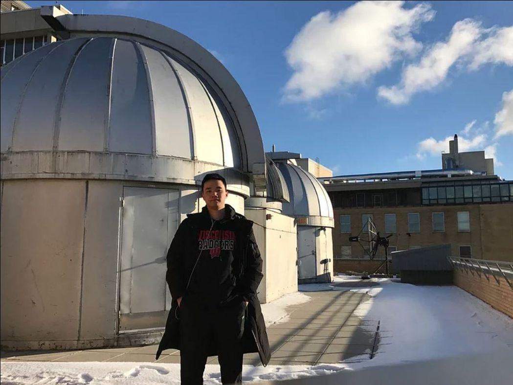 孫邦正中學時就創立了天文社,也是杭州高中生天文社聯合會的創始人,現在就讀威斯康辛...
