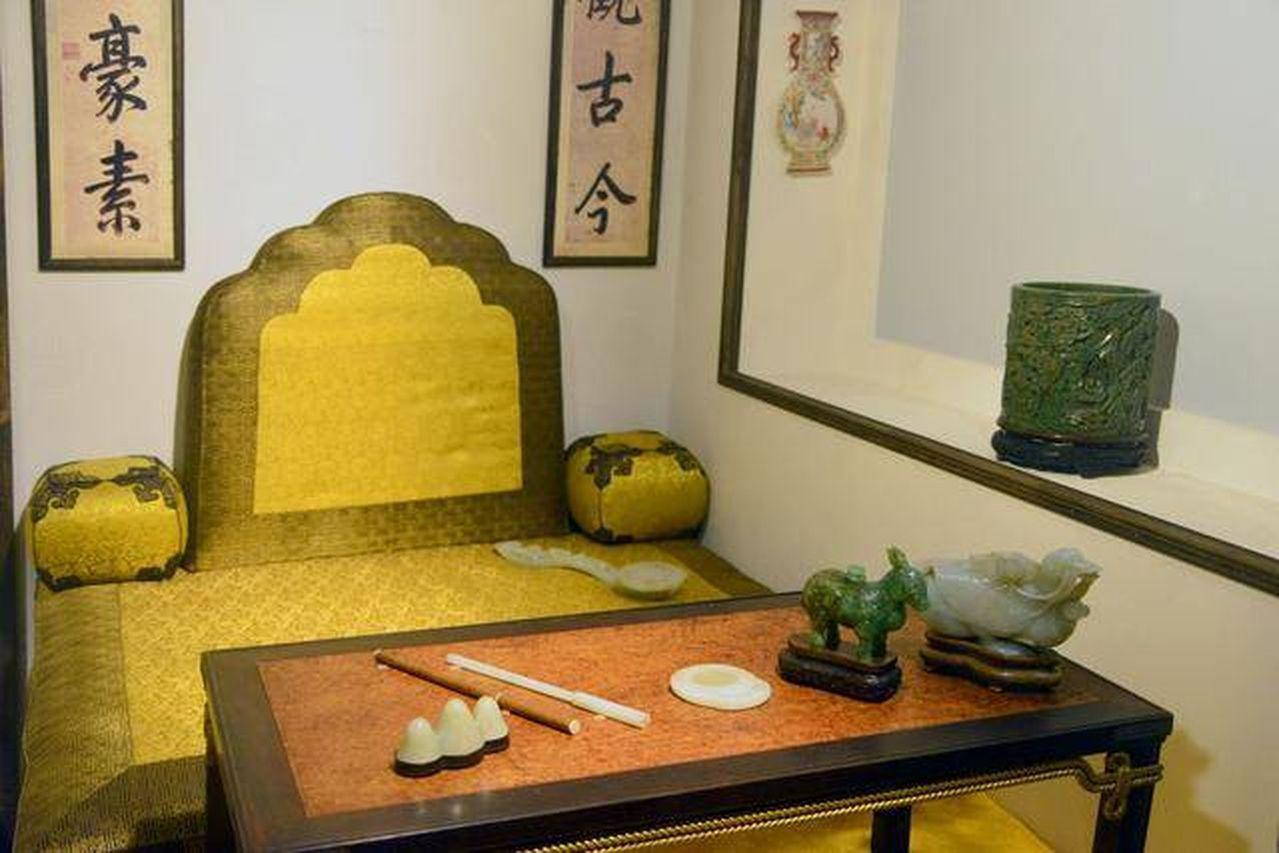 乾隆皇帝喜愛的三希堂,位在北京故宮養心殿西暖閣,面積僅4.8平方米。(取材自中華...