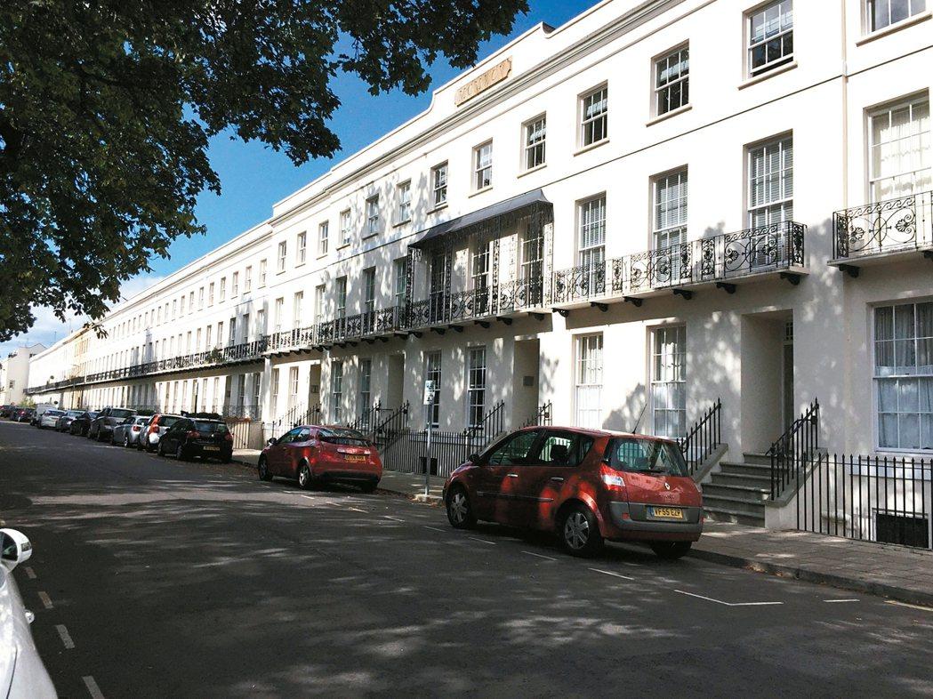 四層樓的Summefield house是建於1868年的古蹟。 圖/王淑平提供