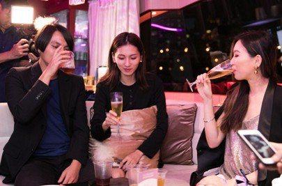 ▲台灣青創代表、ZU WATCH創辦人謝大宇(左一)特別出席,給予品牌高度肯定。...