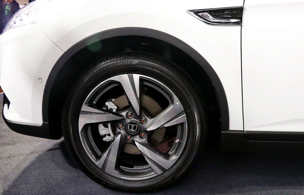 U6 GT進階車型搭配18吋疾風雙彩鋁圈。 記者陳威任/攝影