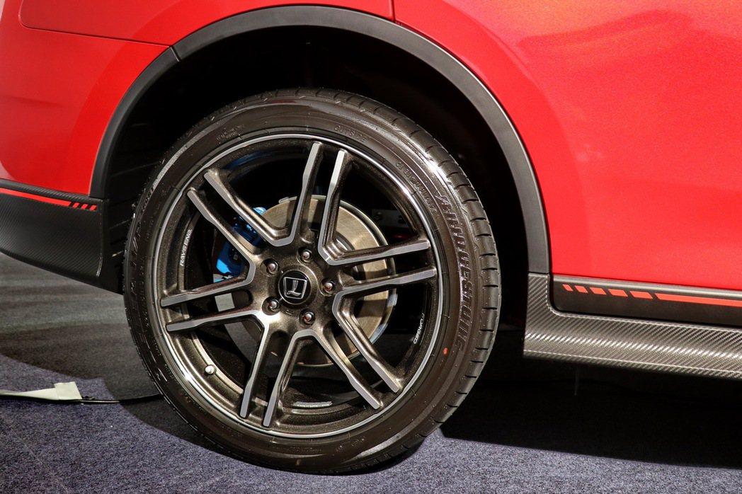 世界一級賽事輪圈供應商RAYS打造的19吋鍛造鋁圈及BRIDGESTONE性能胎...