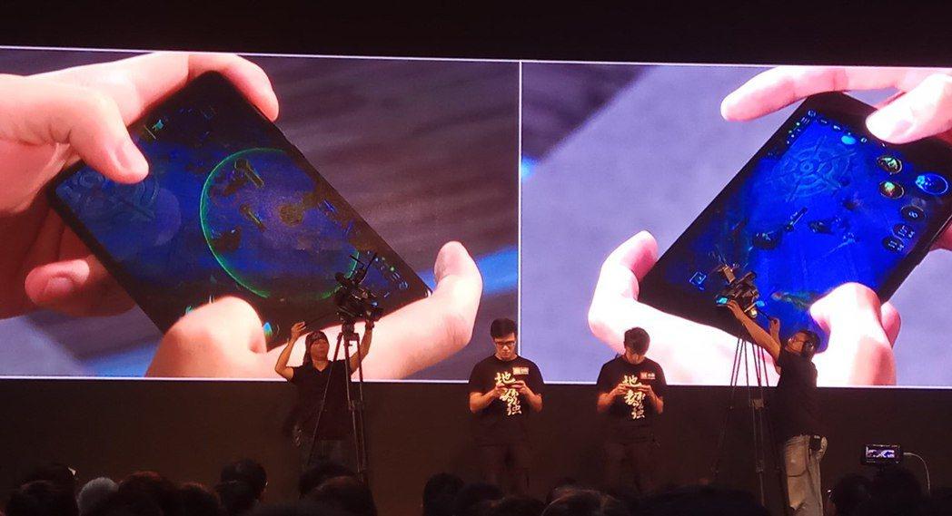 J Team《傳說對決》選手在發布會現場上演PK對決,左方選手使用主打全面屏2....