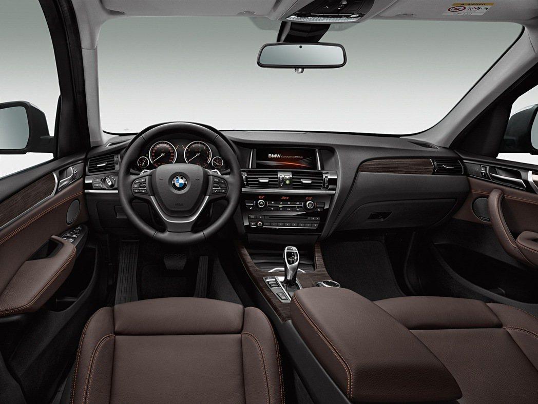 BMW X3智能領航版升級BMW智能衛星導航含8.8吋中控顯示幕。 圖/汎德提供