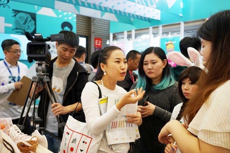「Fresh Taiwan台灣原創館」吸引中國直播平台前來訪問,把原創角色的精彩...