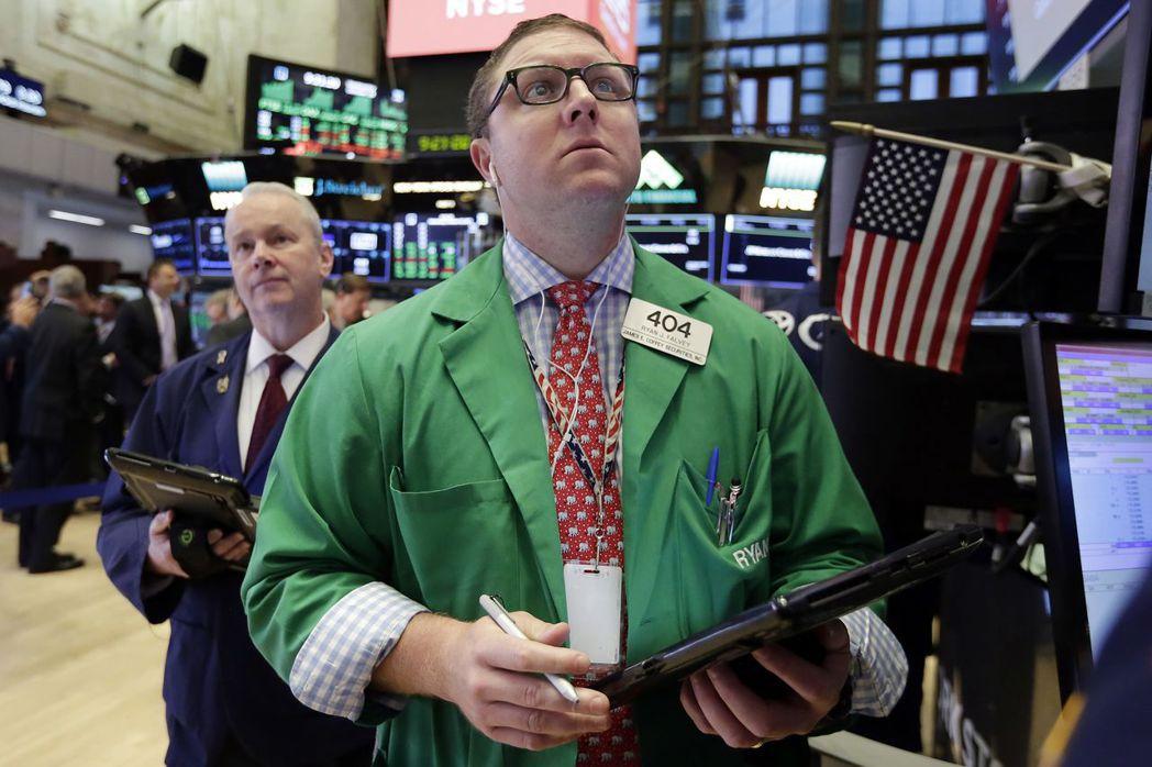 明天就是美股「黑色星期一」大崩盤30周年,交易員不免如坐針氈。(美聯社)