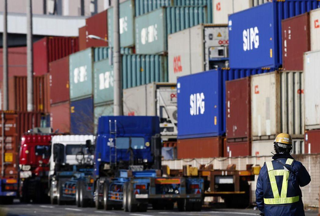 日本9月出口仍保持二位數字成長。(路透)