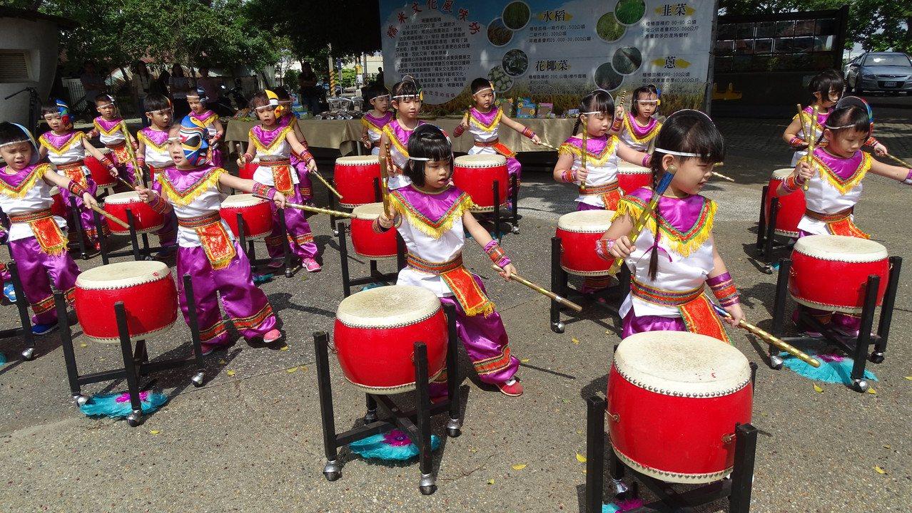 埔鹽鄉幼兒園小朋友為糯米文化藝術季活動熱身。記者何烱榮/攝影